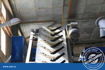 Belt conveyor with ribbing